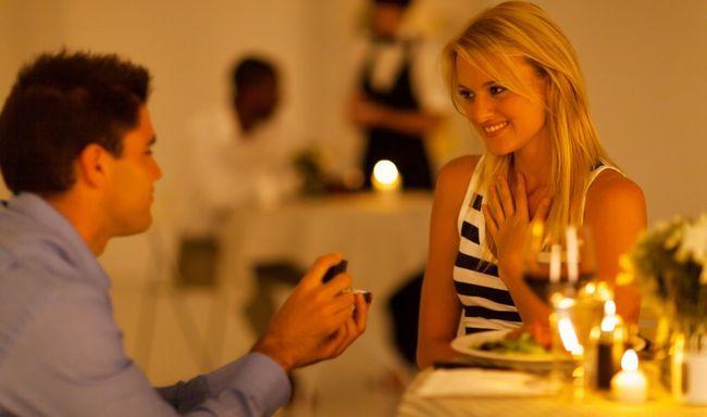 Homem gasta 365 dias planejando uma épica proposta de casamento!